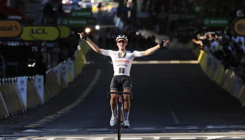 Andersen llegó solo a la meta y celebró su triunfo cómodamente.