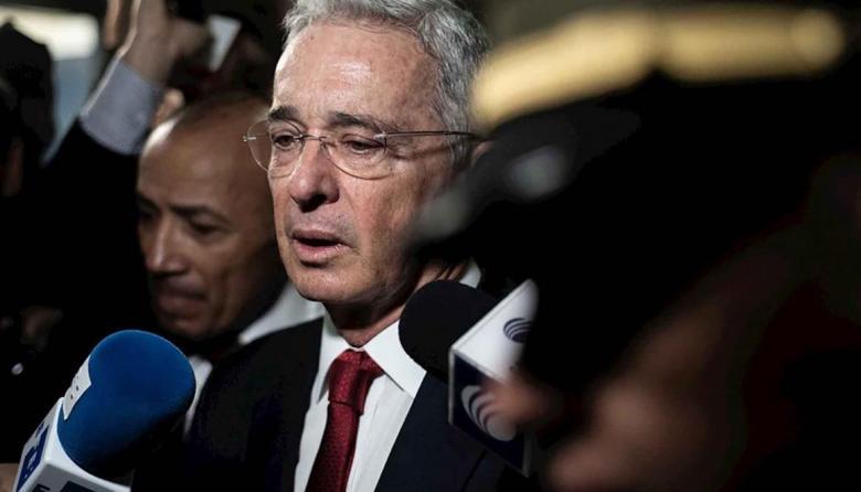 Cádiz retira a Álvaro Uribe el Premio Cortes de las Libertades