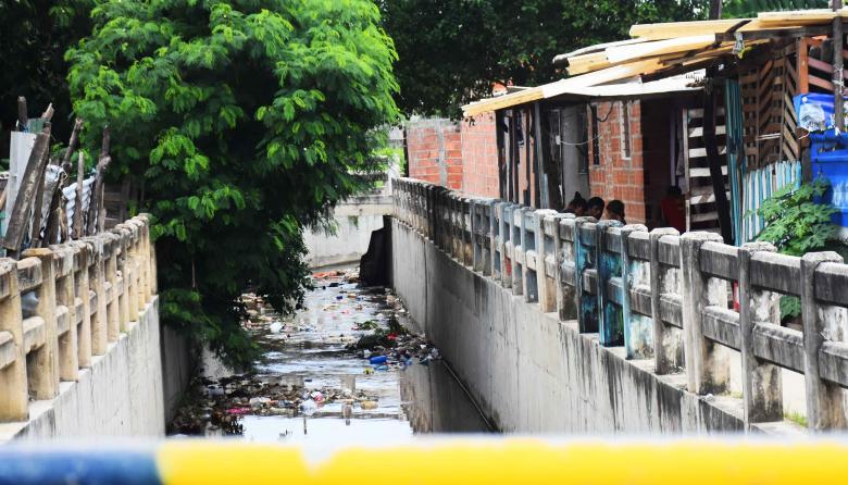 Asesinan a disparos a joven en trocha del barrio Los Rosales