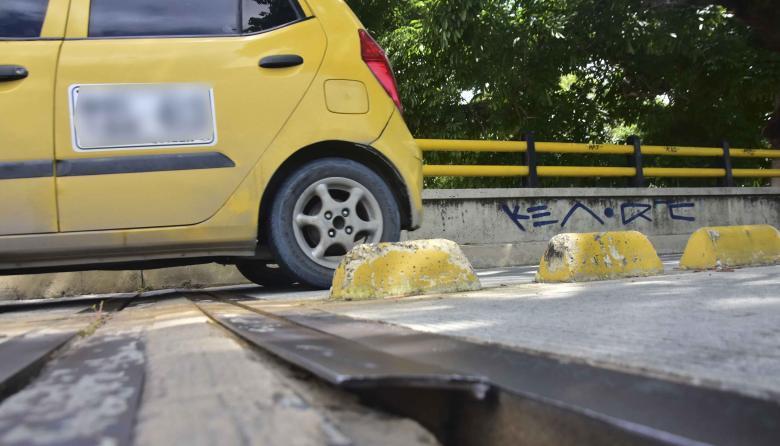 Vecinos reportan daños en las juntas del puente La Felicidad