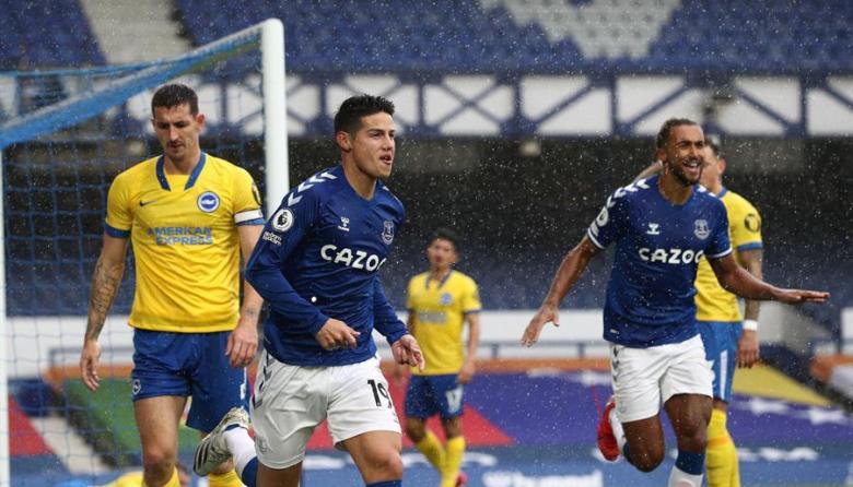 James Rodríguez marcó dos goles en la victoria del Everton.