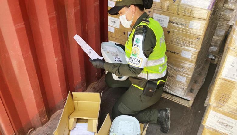 Aprehenden 1.000 luminarias de alumbrado público de contrabando
