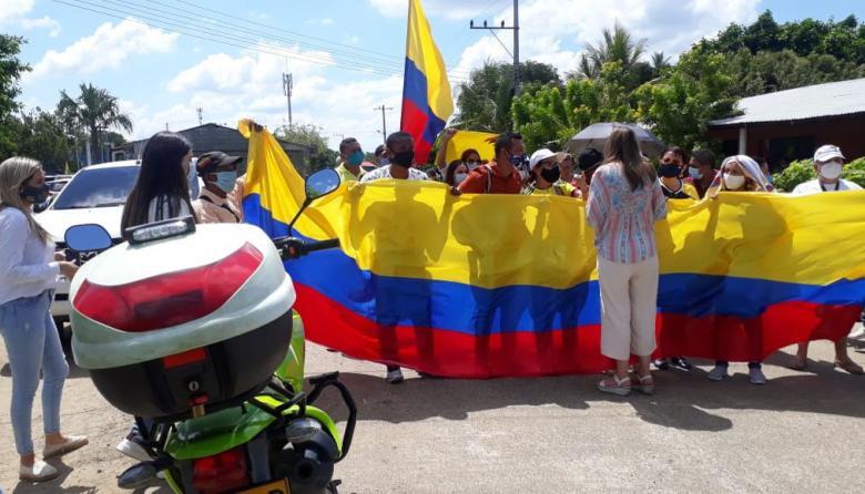 En Montería izan banderas por la libertad del exsenador Uribe
