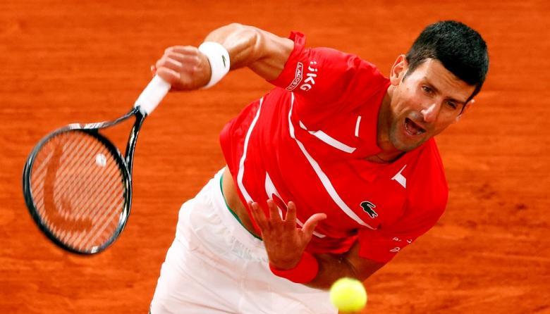 El serbio Novak Djokovic en acción en la final.