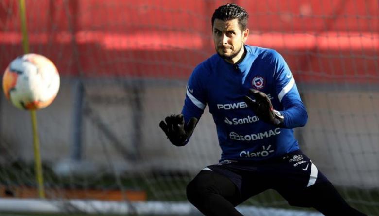 Chile se queda sin su arquero titular para enfrentar a Colombia