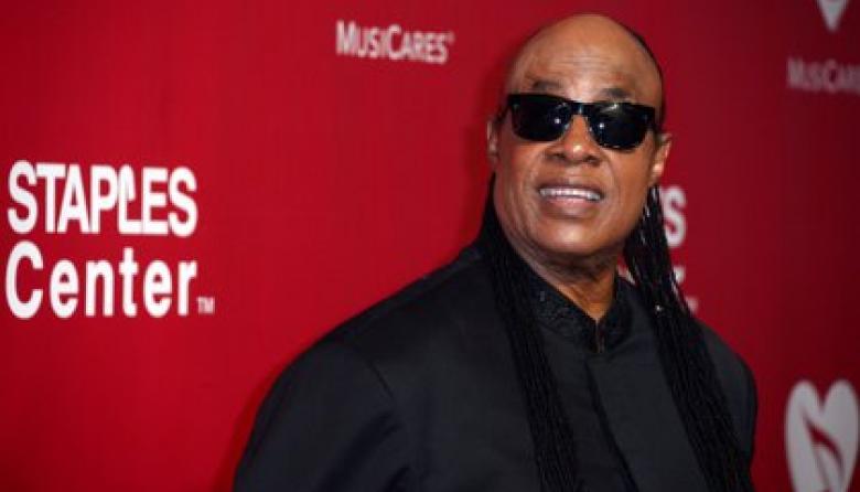 Stevie Wonder presenta dos nuevos temas y apunta a su primer disco en 15 años