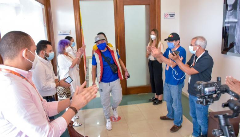 Sobreviviente de tragedia de Tasajera recibe beca de estudios y empleo