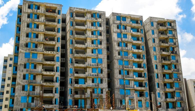 Viviendas en construcción en Alameda del Río.