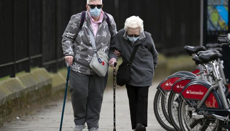 Vacuna de Oxford contra la Covid genera respuesta inmune en ancianos