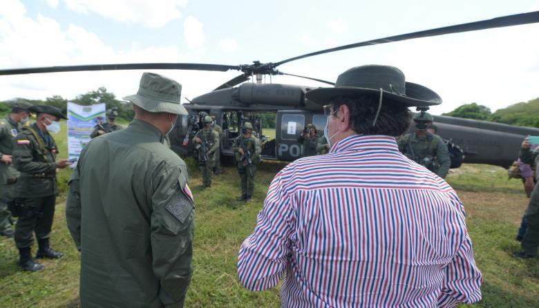 El ministro de Defensa estuvo en Caucacia, revisando las capacidades de la Fuerza Pública para la erradicación de cultivos ilícitos.