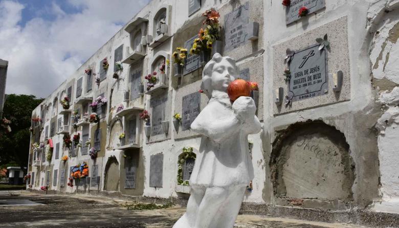 En video   Las tumbas más populares del cementerio Calancala