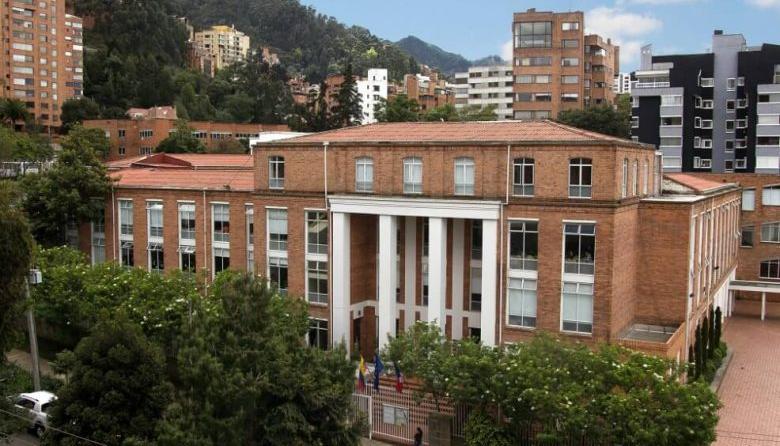 Balacera frente a colegio del norte de Bogotá