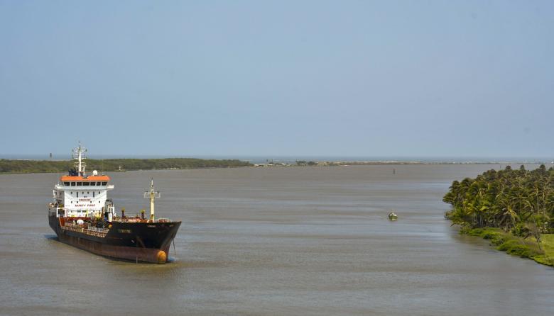 Calado de acceso al puerto vuelve a disminuir