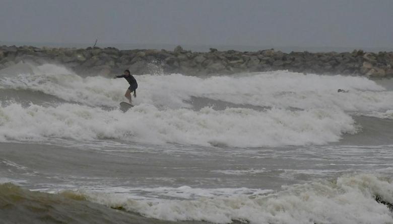 Cierran playas en Puerto por tormenta tropical