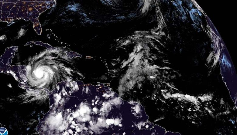 Iota pasó a huracán de categoría 4 y está a 73 km de Providencia