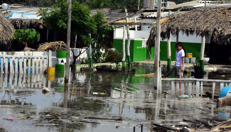 Inundación que dejó la marejada en la playa de Pradomar en Puerto Colombia.