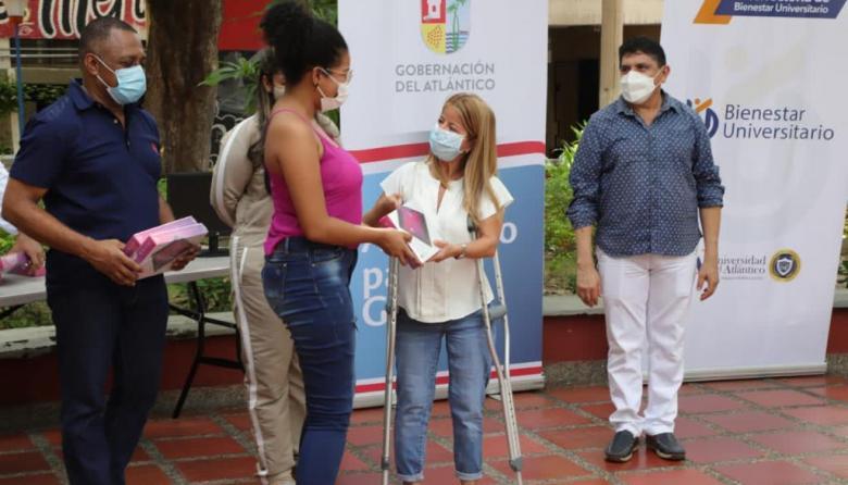 20 mil estudiantes de Uniatlántico recibieron ayudas tecnológicas