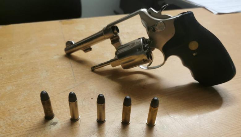 Policía captura a cuatro hombres que portaban armas ilegales