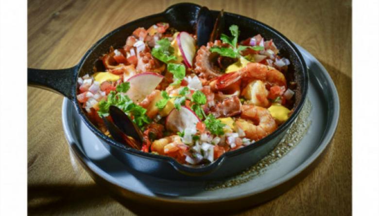 Una preparación del mar al horno con sabor peruano