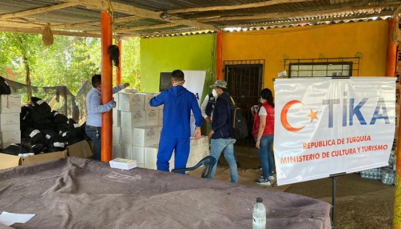 Parte de la donación de la Agencia de Cooperación de Turquía para damnificados de Iota en Cartagena.