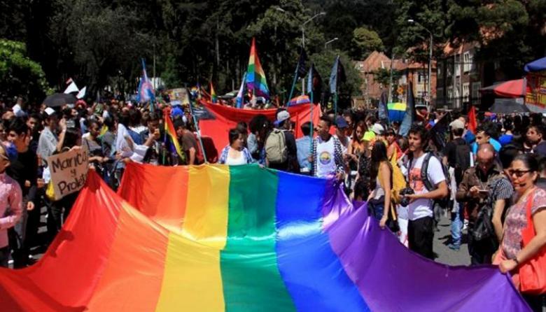 Comisión de la Verdad recibe informe  sobre violencia a LGBT en el conflicto