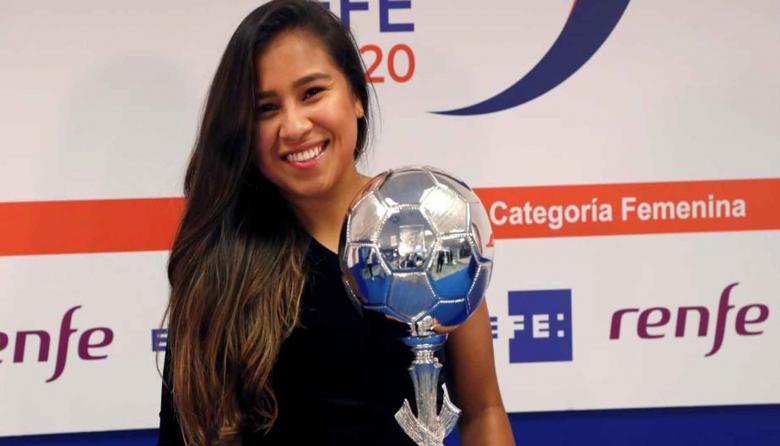 La loriquera Leicy Santos recibió el II Trofeo de la Agencia EFE en España
