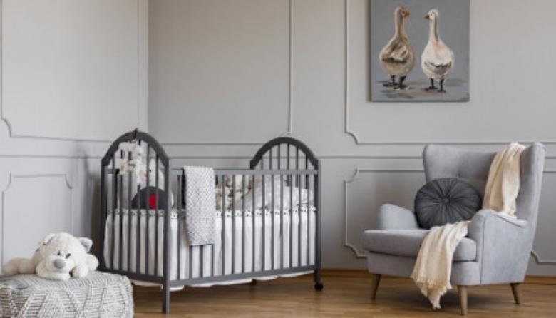 Colores neutros y mueblería confortable para esperar a la cigüeña