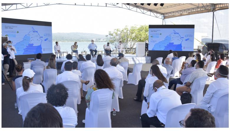 El presidente Duque en compañía de la gobernadora Noguera y los alcaldes Pumarejo, Vargas y Coll.