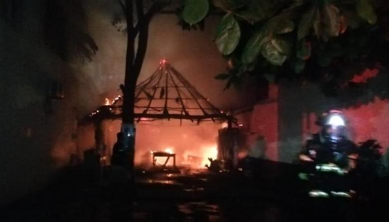 En video | Incendio consumió un restaurante en Santa Marta