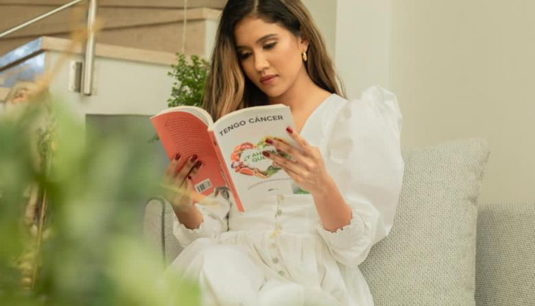 """Escritora guajira lanza su libro """"Tengo cáncer ¿y ahora qué?"""