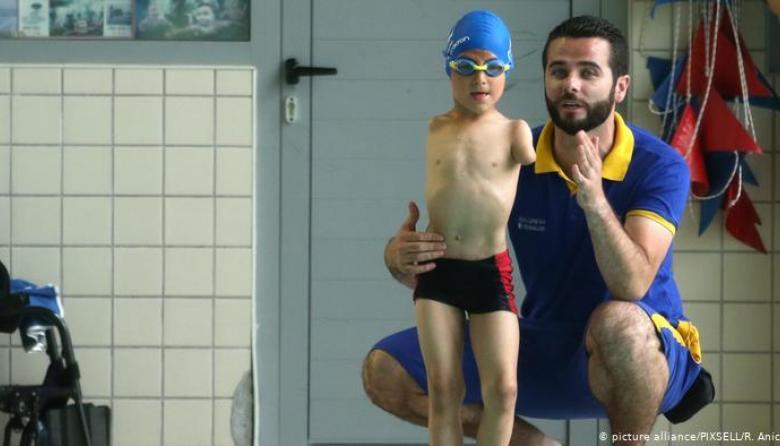 Ismail Zulfic, un niño bosnio de diez años, nació sin brazos pero con un gran talento para deportes y con la tenacidad que le han hecho un campeón en natación.