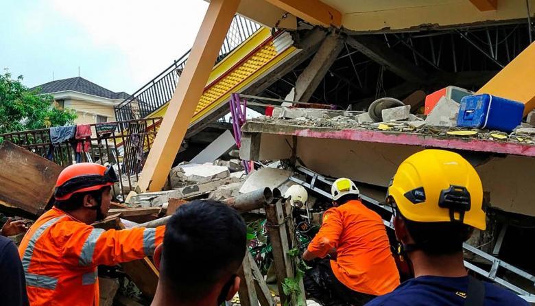 Al menos 34 muertos y más de 600 heridos tras terremoto en Indonesia