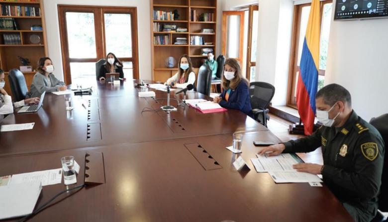 Vista de la reunión donde se buscó solución a la situación de violencias contra menores y mujeres en el país.