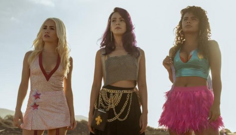La adrenalina y el humor negro de 'Sky Rojo' llegan a Netflix
