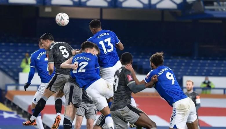 En video | James y Yerry Mina clasifican al Everton