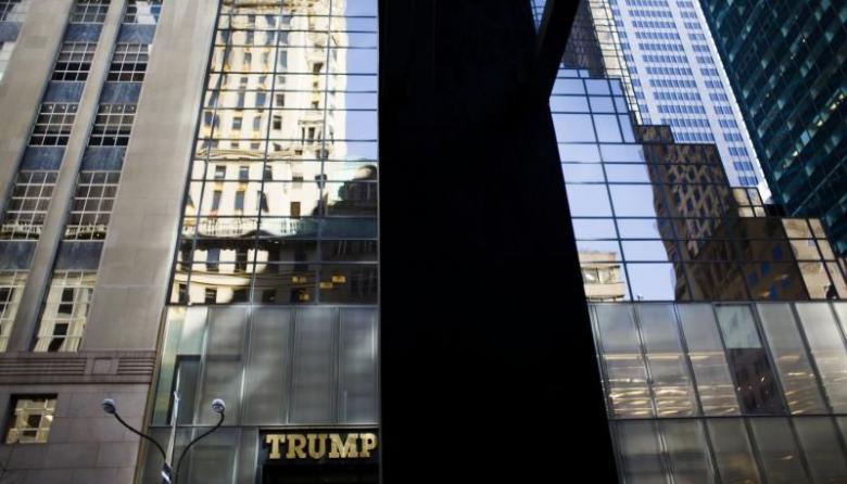 Propietarios de dos edificios con el nombre de Trump aprueban cambiarlo