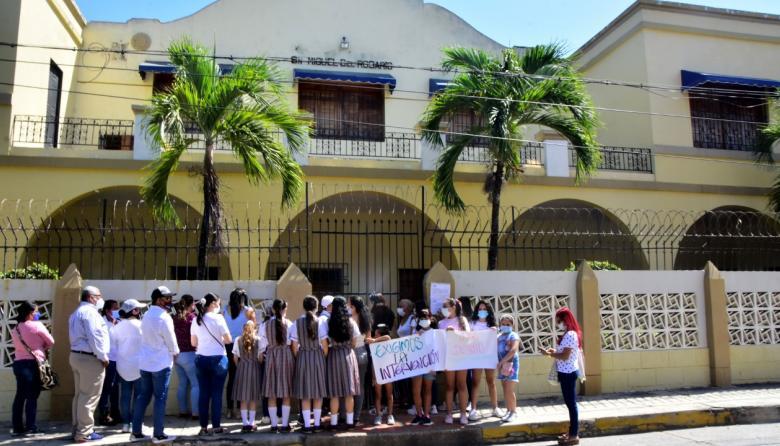 Colegios, víctimas invisibles de la pandemia