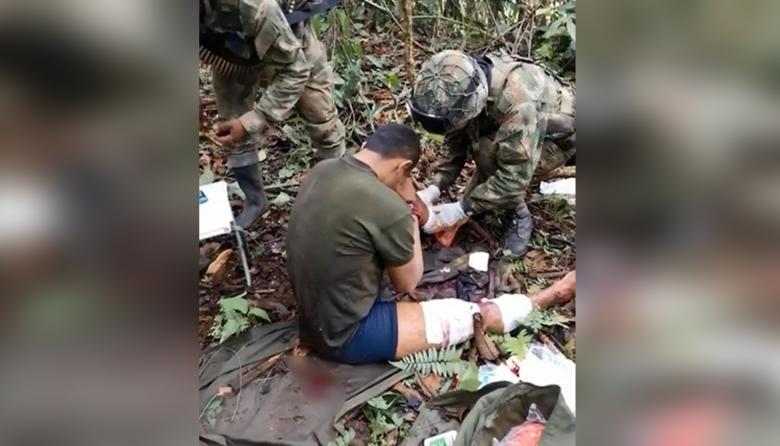 Militares auxilian presunto bacrim herido durante combate en Tierralta