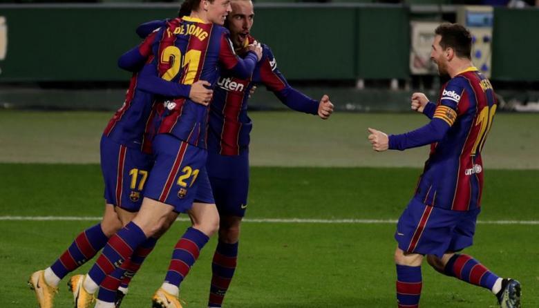 Barcelona remonta ante el Betis tras entrada de Messi al campo