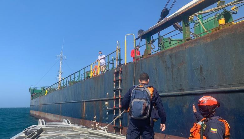Formulan cargos a armador de barco fondeado 37 días frente a Santa Marta