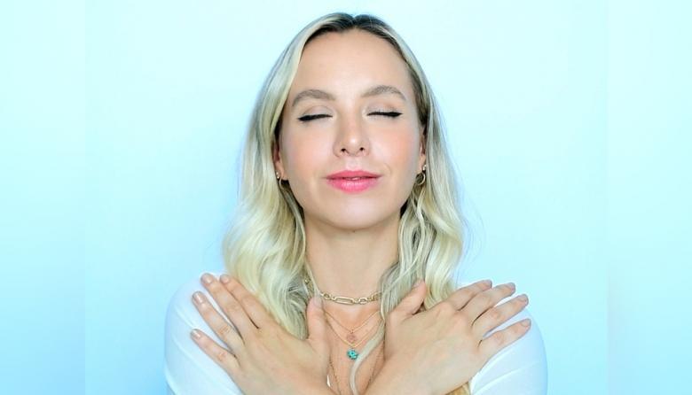 Combata la vejez prematura con la  práctica del yoga facial