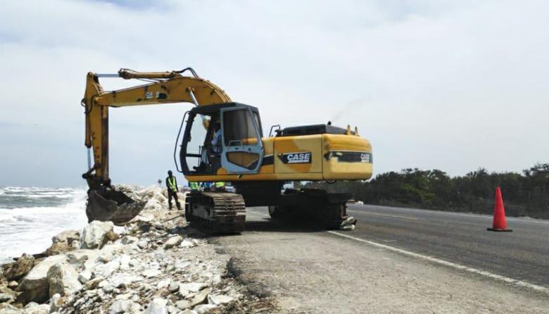 Intervienen enrocado en km 19 para evitar colapso de la vía por la erosión