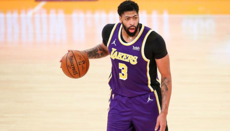 Anthony Davis seguirá dos semanas más de baja en los Lakers
