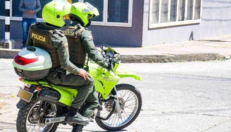 Médicos salvan la mano de policía que recibió machetazo en Bogotá