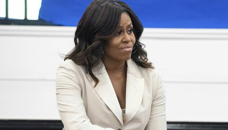 """""""Rezo para que haya perdón"""": Michelle Obama sobre racismo en la familia real"""