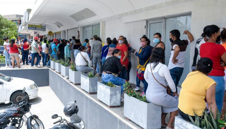Patrulla Covid-19 atendió caso de aglomeraciones por cobro de subsidio
