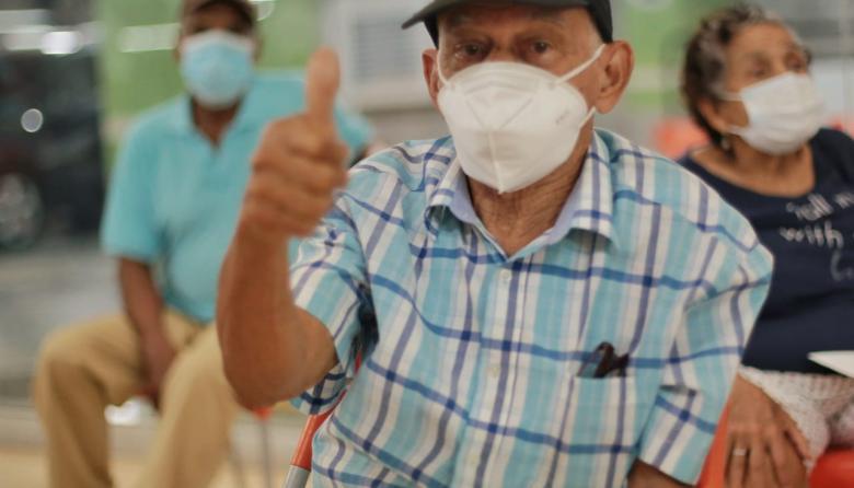 Soledad arranca vacunación contra covid-19 a mayores de 75 años