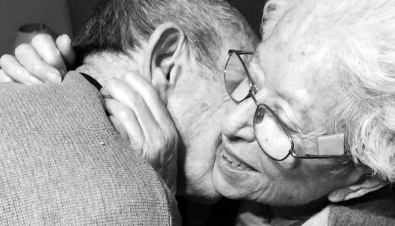 El reencuentro de dos abuelos que conmueve las redes sociales
