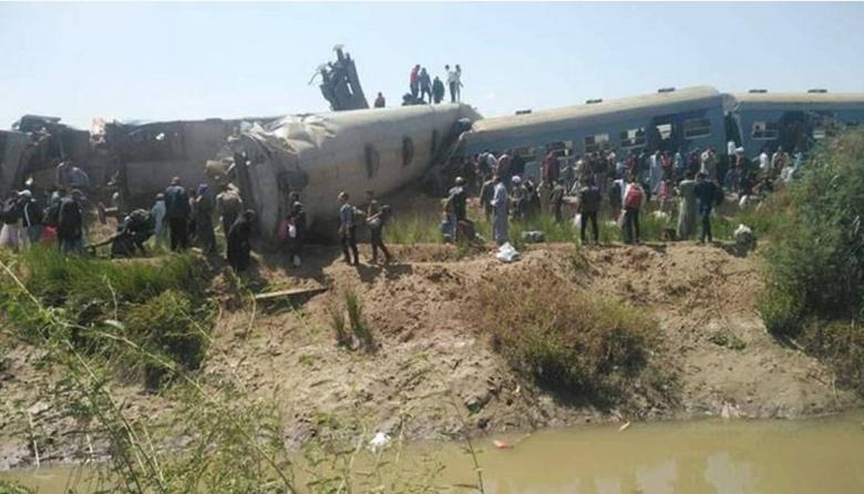 Al menos 32 muertos y 66 heridos en el choque de dos trenes en sur de Egipto