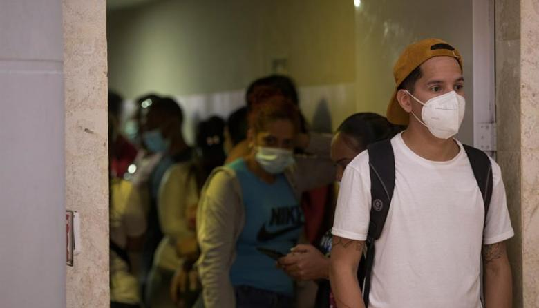 Ecuador regularizará a migrantes venezolanos